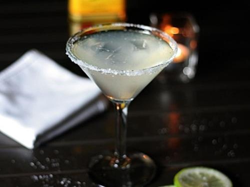 Happy Hour - Unwind Bar