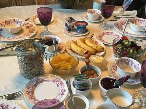 breakfast-table-1.jpg