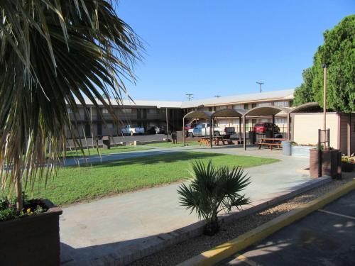 el-patio-inn-courtyard-after-renovation-2.JPG