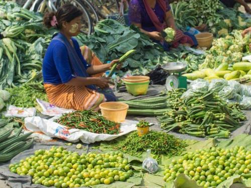 mingalar-market-nyaungshwe-inle-lake-myanmar.jpg