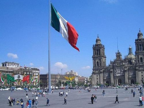 plaza_de_la_constitucion_ciudad_de_mexico_city.jpg