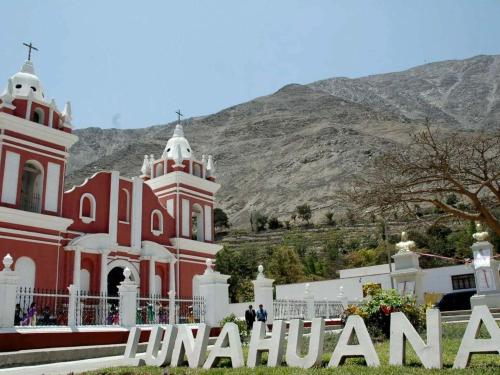 iglesia-lunahuana.jpg