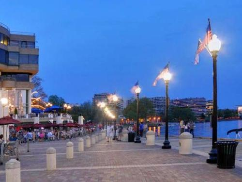 Arlington VA Dining & Nightlife
