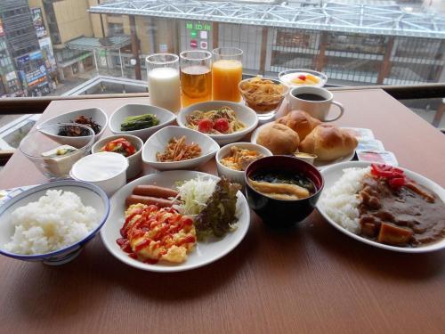 早餐和免费晚餐