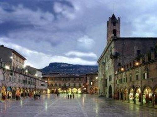 ascoli-piceno-piazza-mare-marche-1.jpg