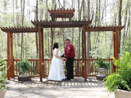 Incredible Outdoor Weddings Chapel At The Park Gatlinburg Usa Gmtry Best Dining Table And Chair Ideas Images Gmtryco