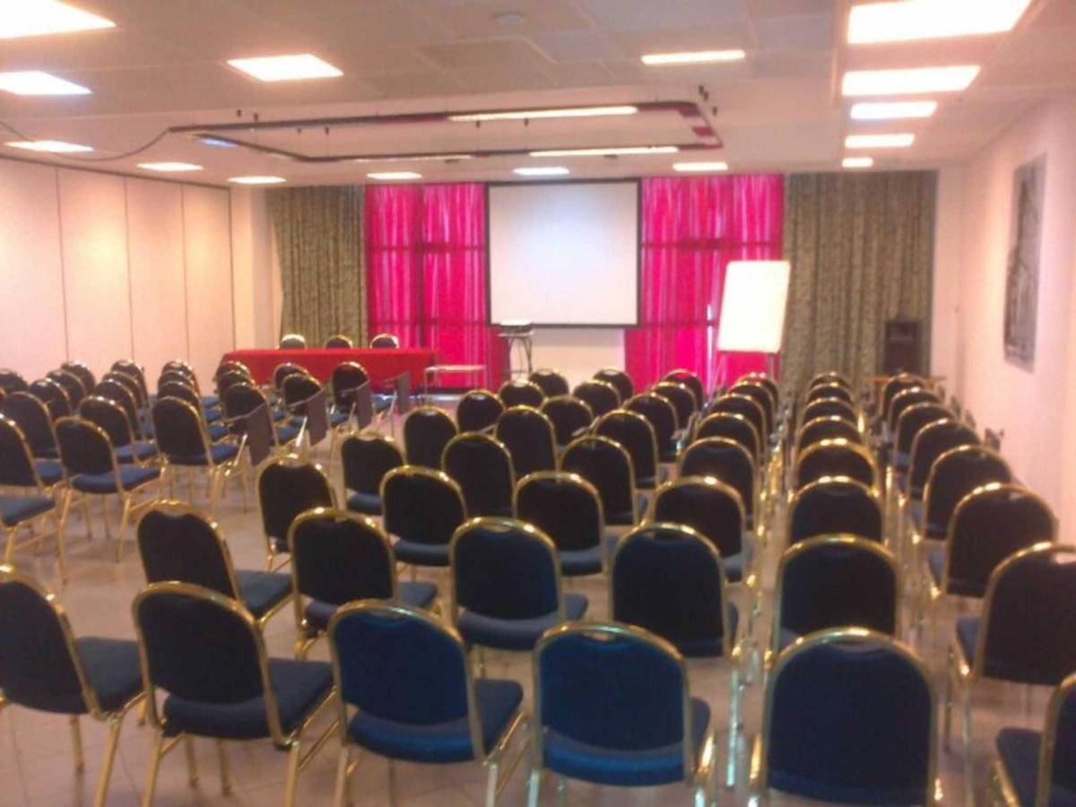 sala meeting.jpg