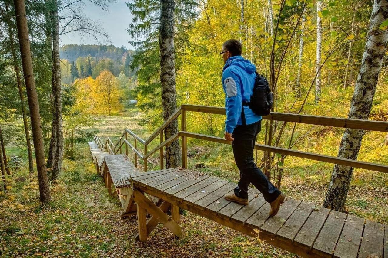 Hiking trail un Karlamuiza Landscape park