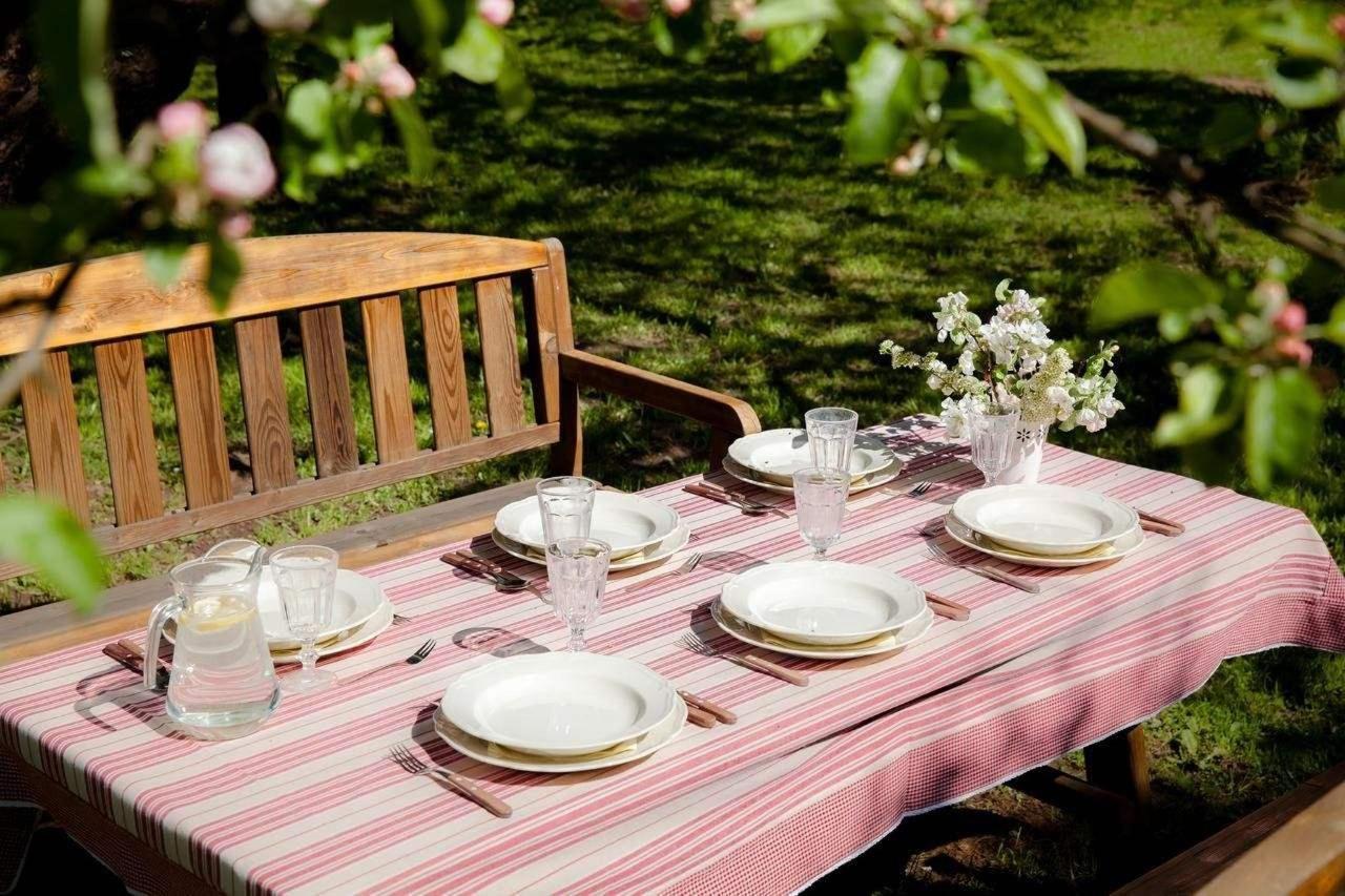 Abendessen im Karlamuiza-Garten