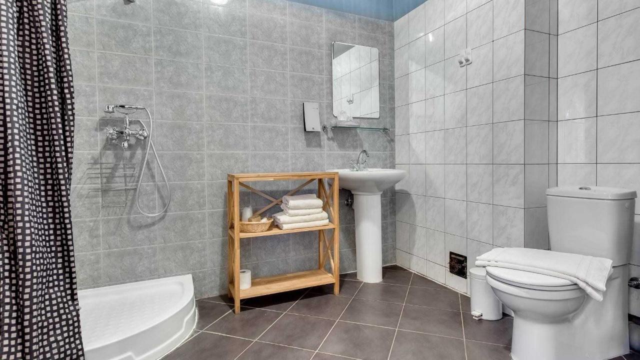 Badezimmer im Doppelzimmer Karl