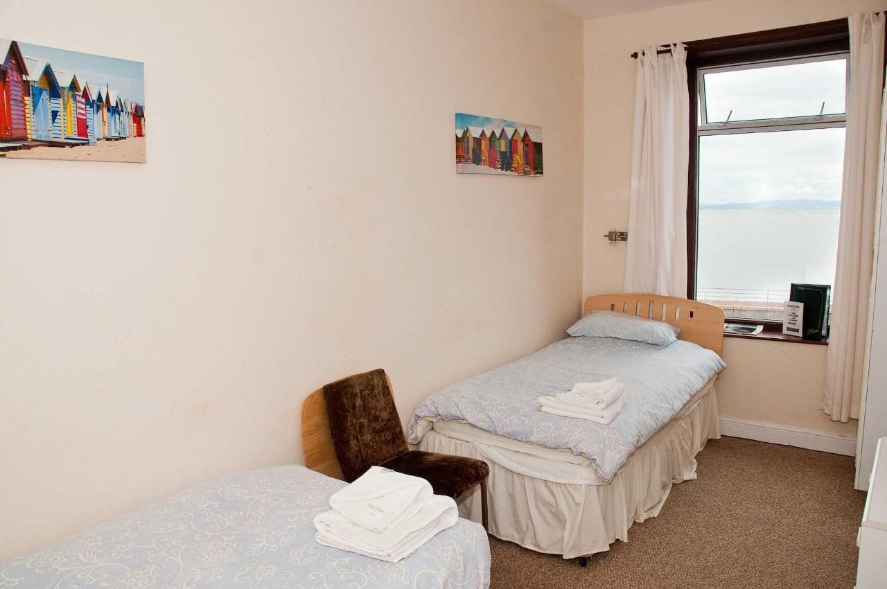 twin-room1.jpg