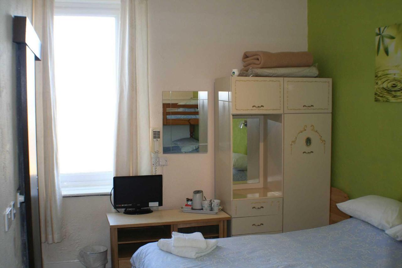 family-room3.jpg