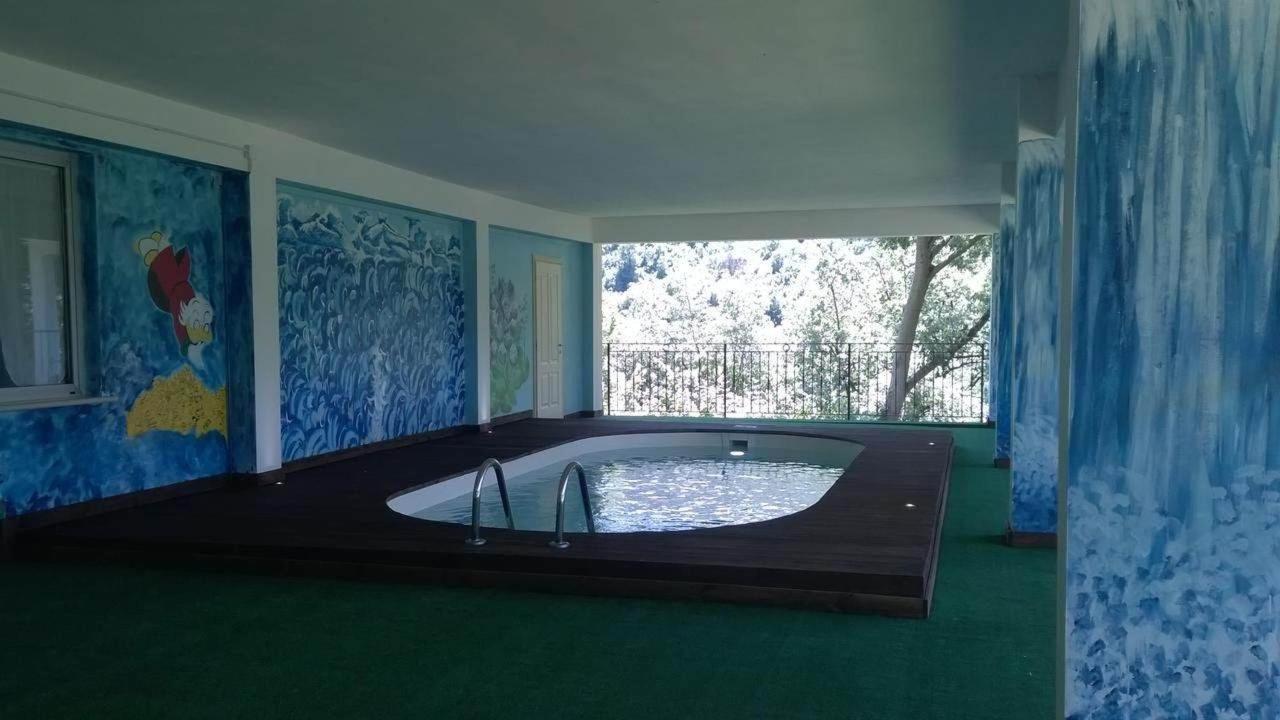我們的游泳池!.jpg