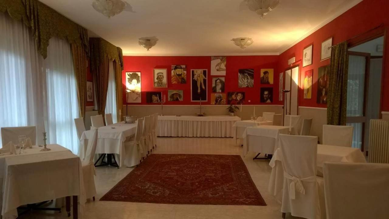 Second Hall of the Restaurant