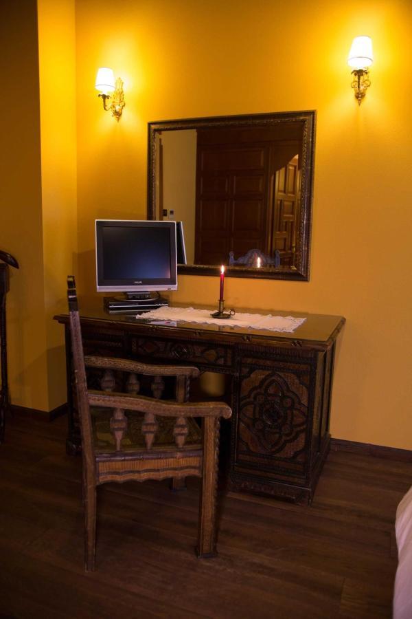 Camera superior scrivania