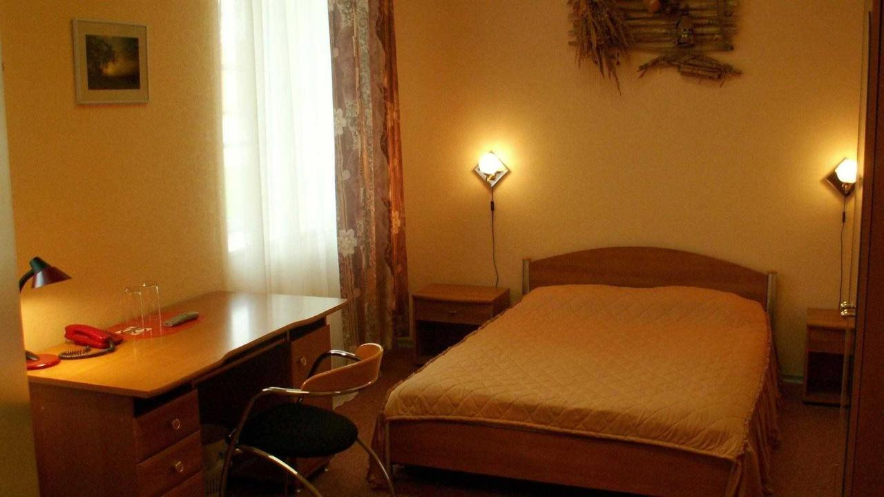 Hotel Laagna Rooms and Facilities