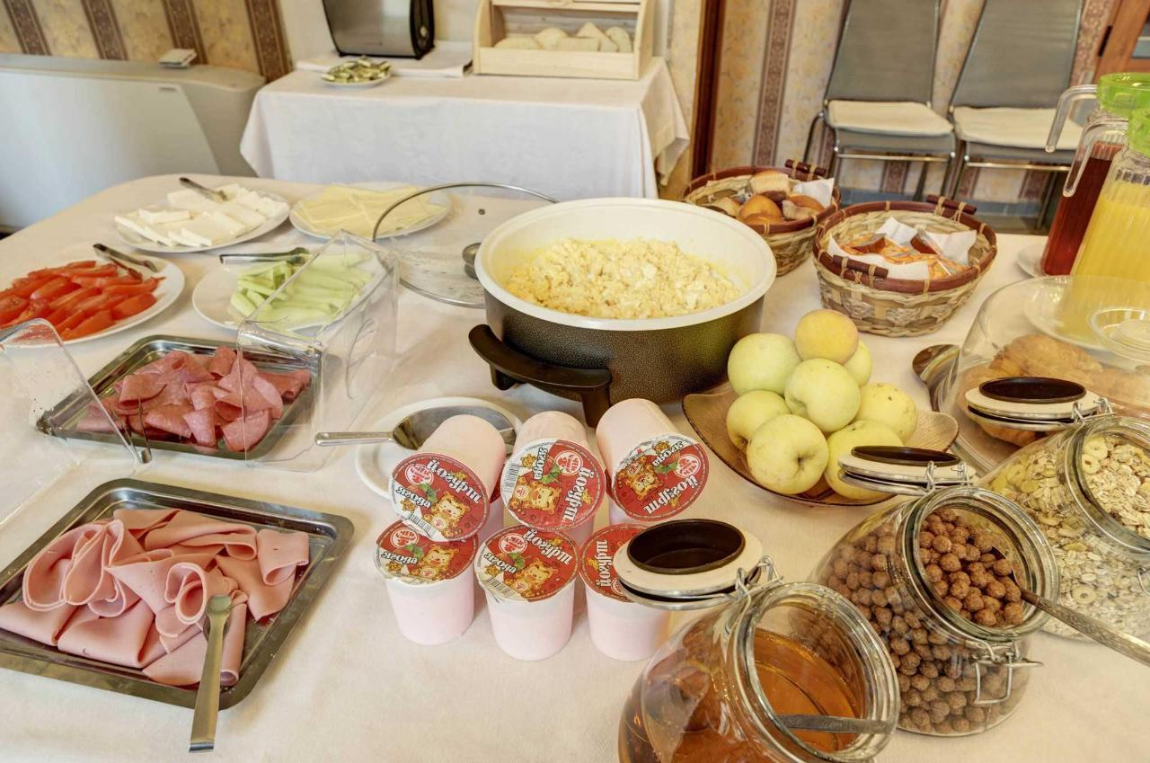 every morning freshly prepared breakfast buffet