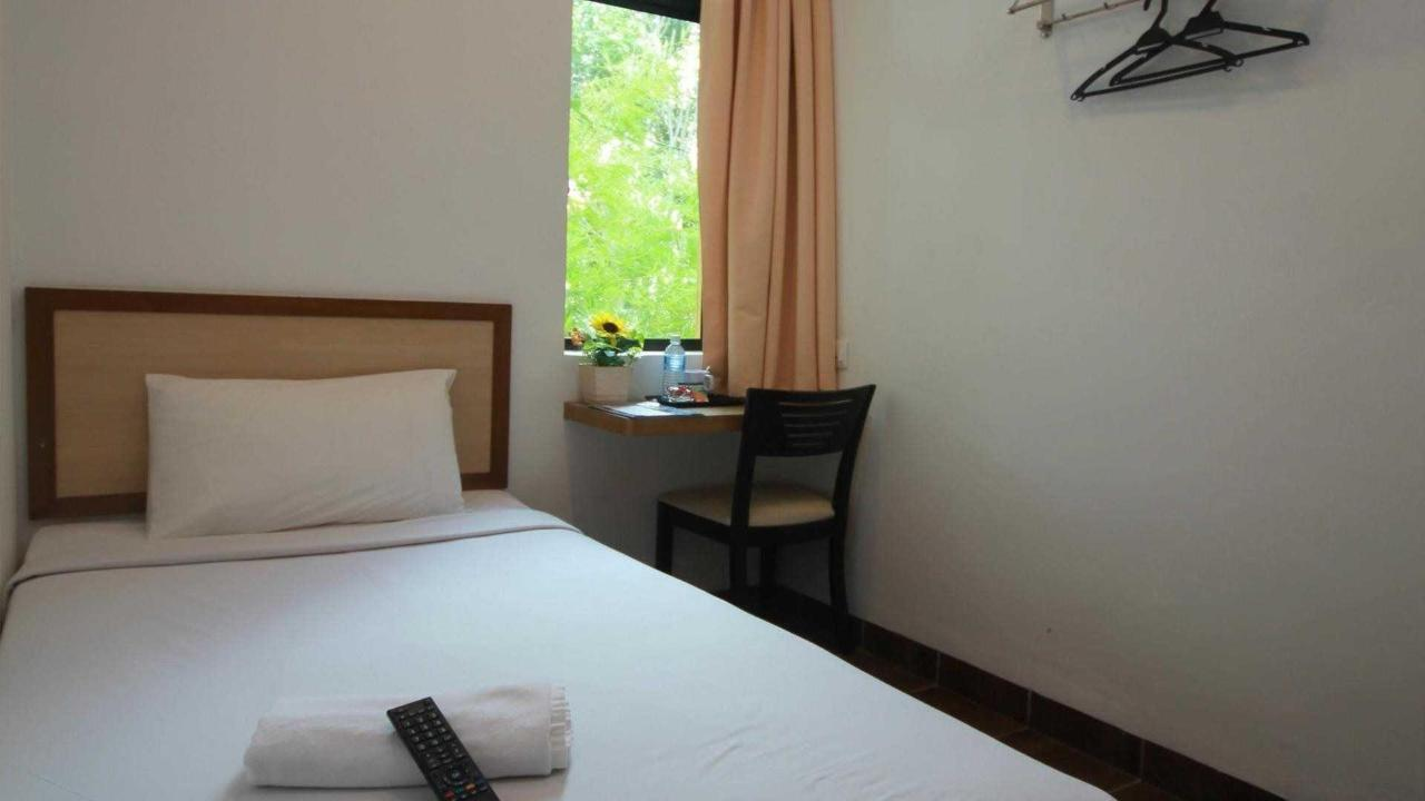 single room - sunflower hotel.jpg