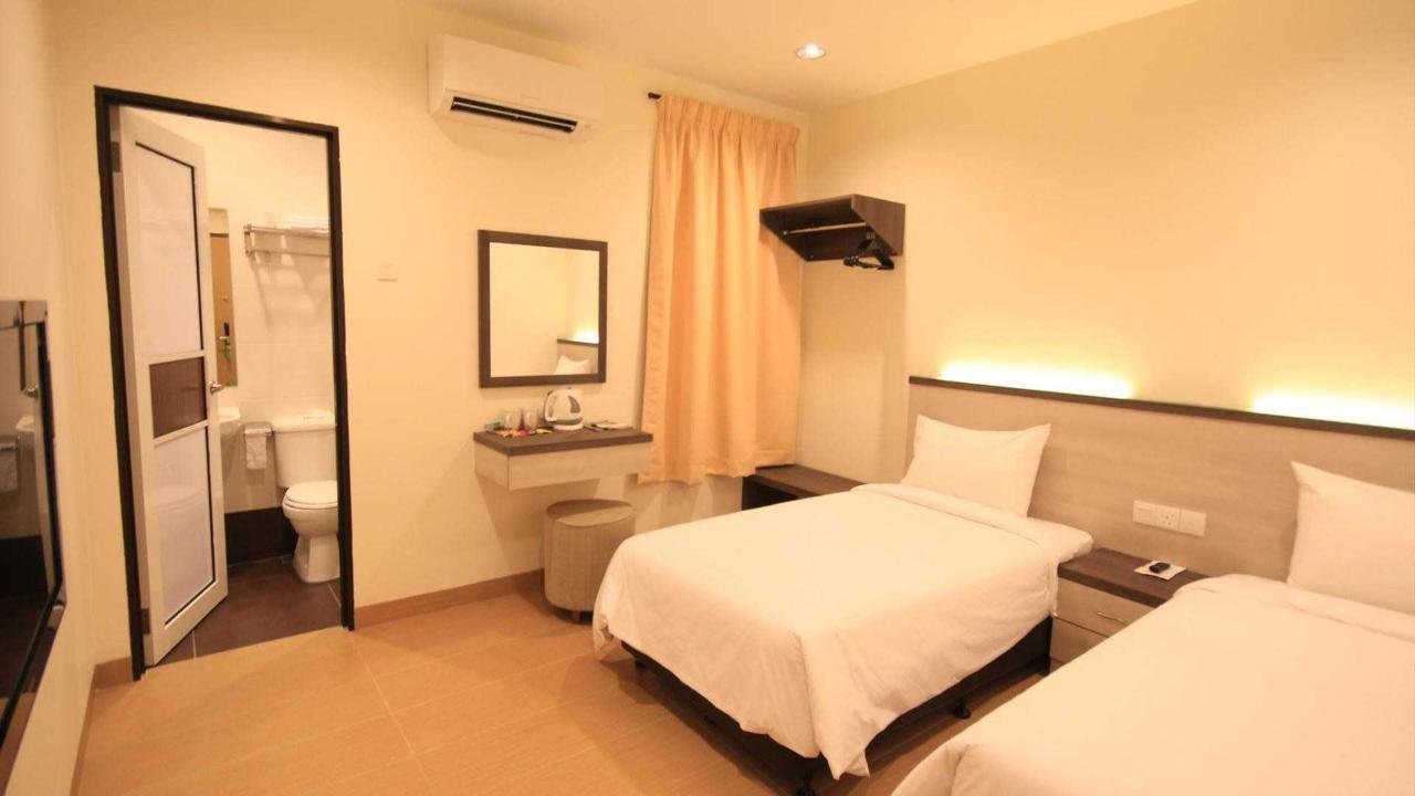 deluxe twin room 2 - sunflower hotel.jpg
