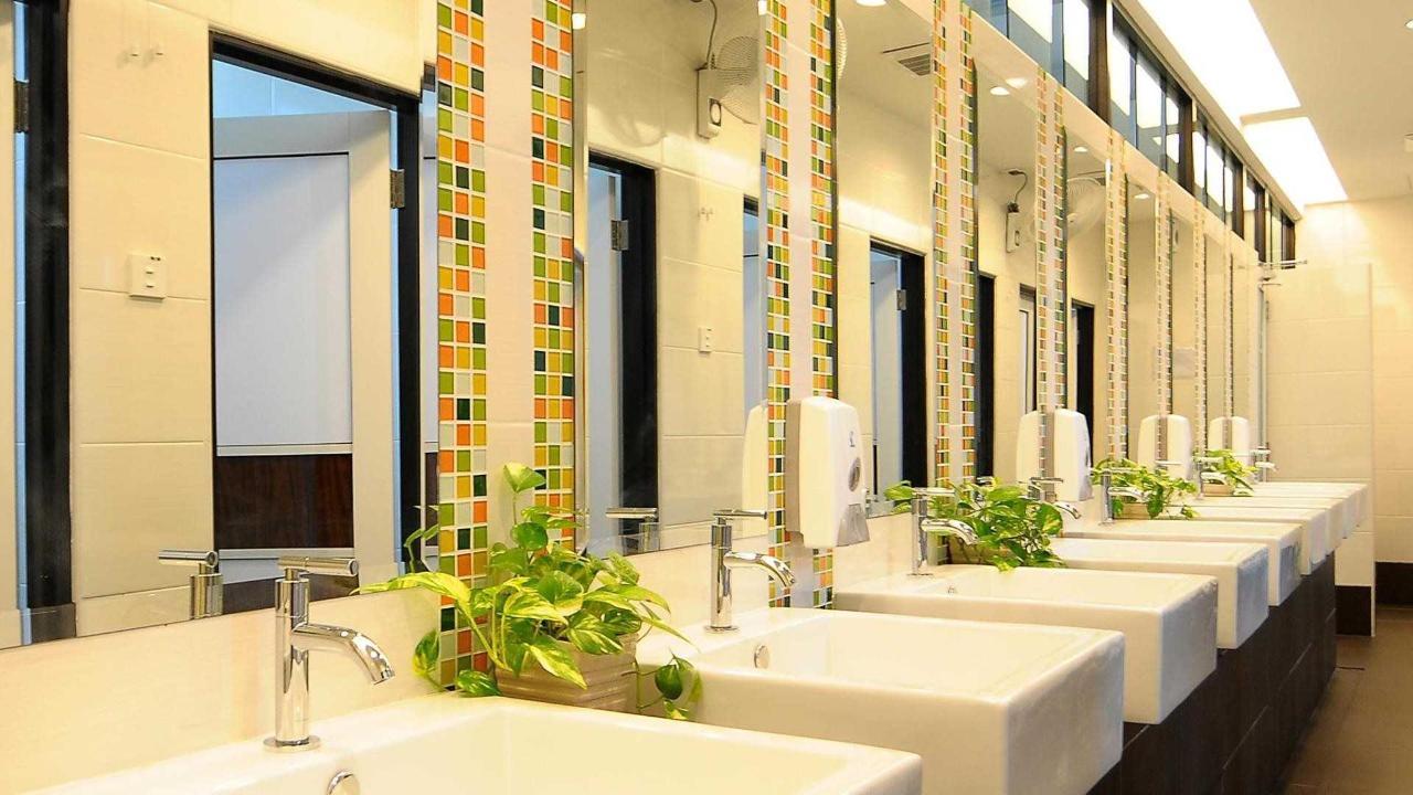 shared bathroom - sunflower hotel.jpg