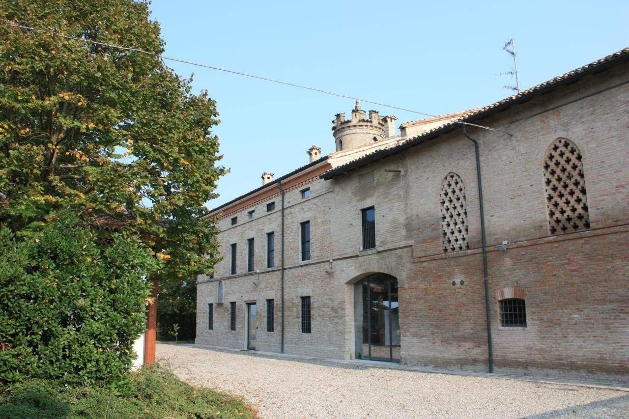 Bluegaribaldi Room&Breakfast - Soragna - Parma - Vista casolare del '900 con torretta Garibaldi