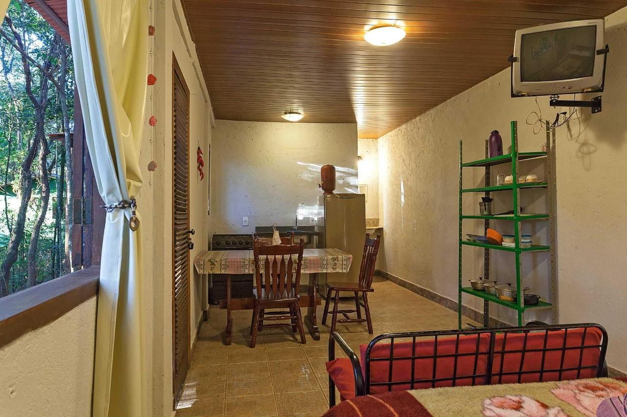 Apartamento com cozinha , varanda e churrasqueira