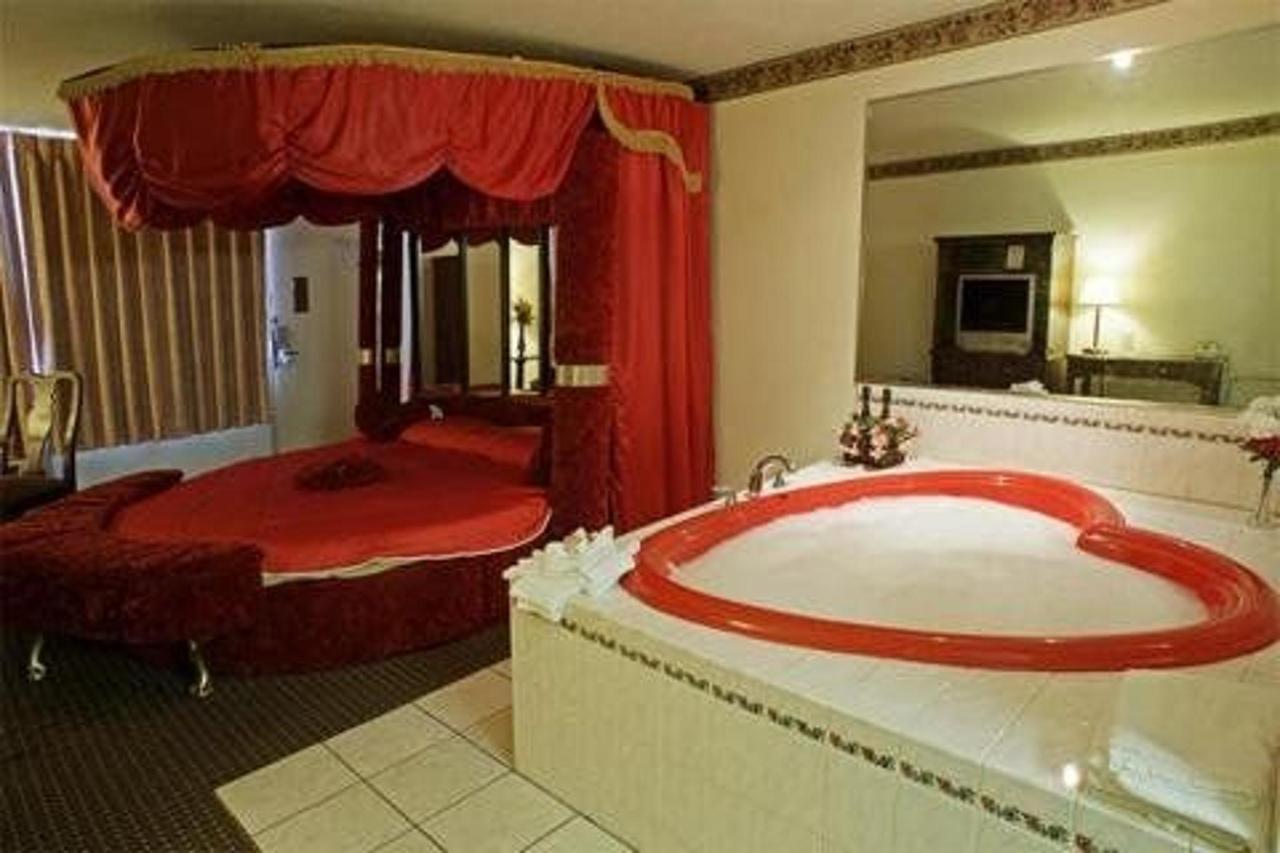 Jacuzzi Rooms2
