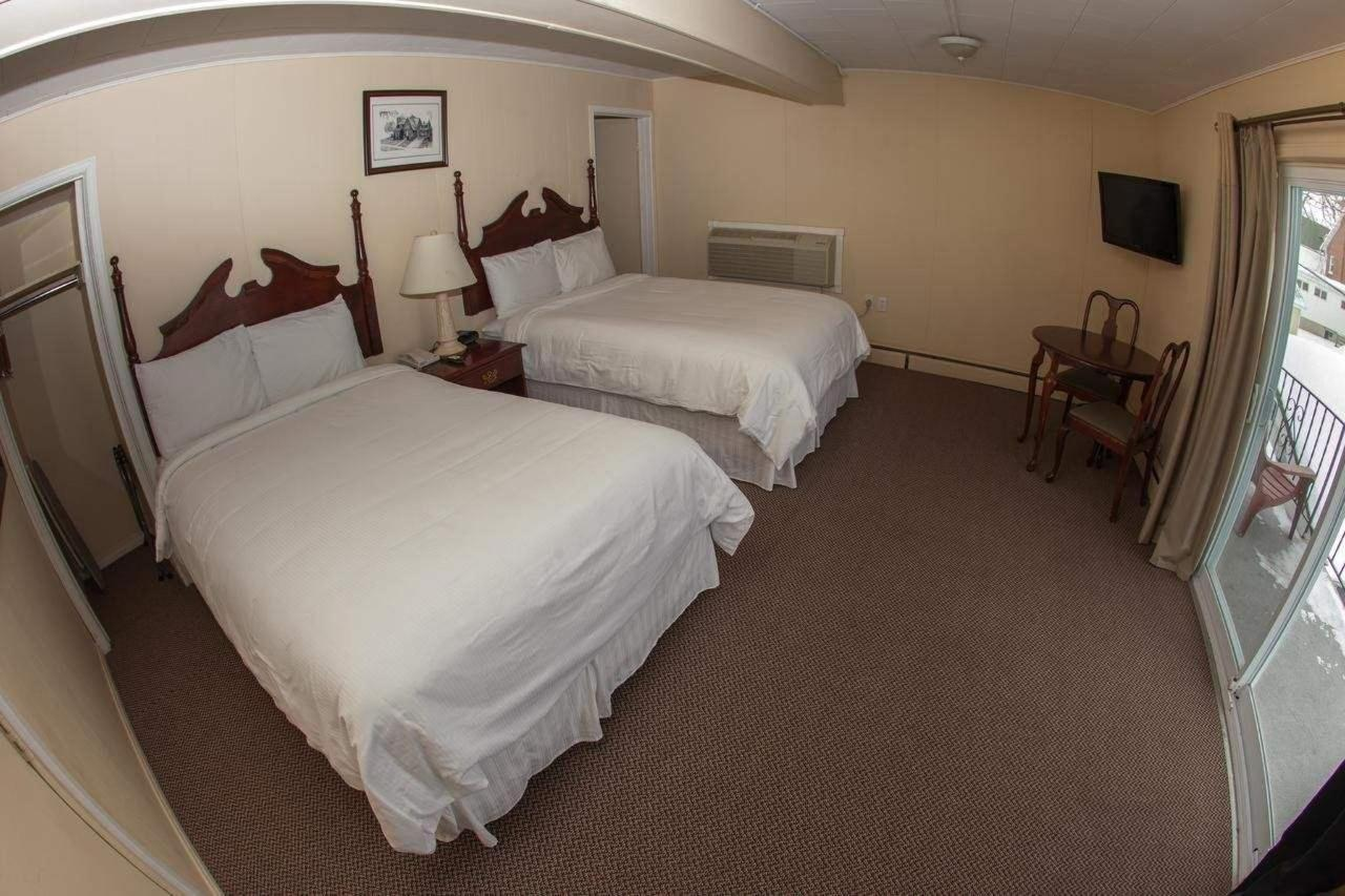 Queen Room with Two Queen Beds3