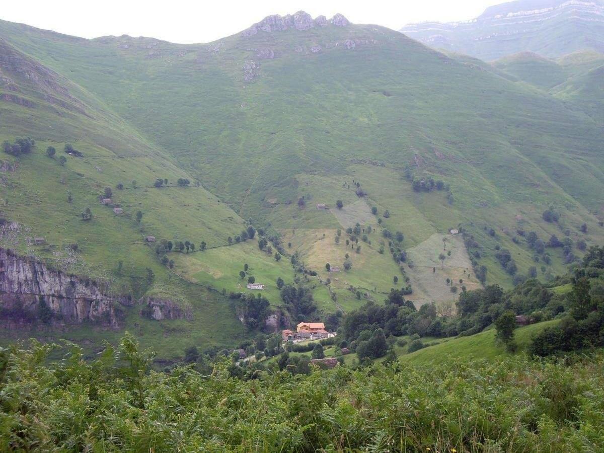 rutas desde posada la vieja escuela en los valles pasiegos de cantabria