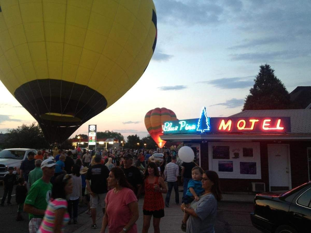 Blue Pine Motel durante Panguitch Balloon Rally Vale