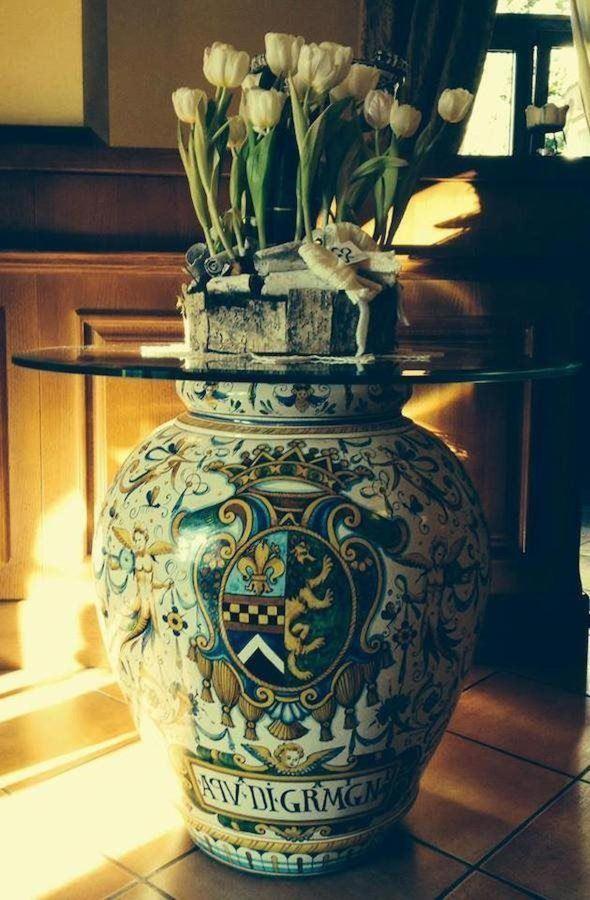 Hall dettaglio ceramiche antiquariato