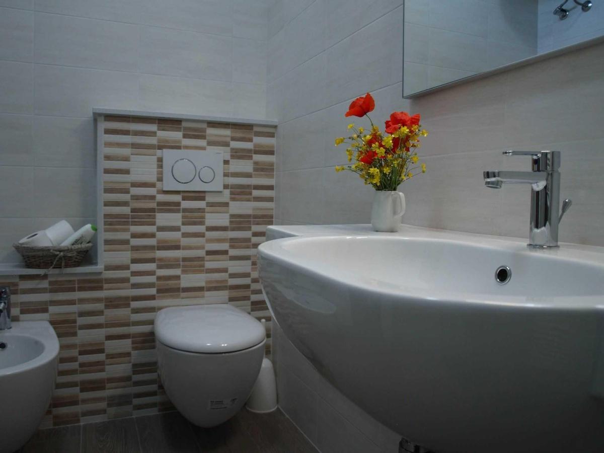 Bagno camera vicino Ravenna.jpg