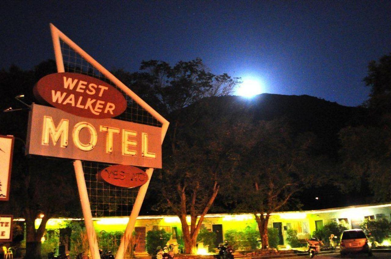 west-walker-motel-at-night.jpg