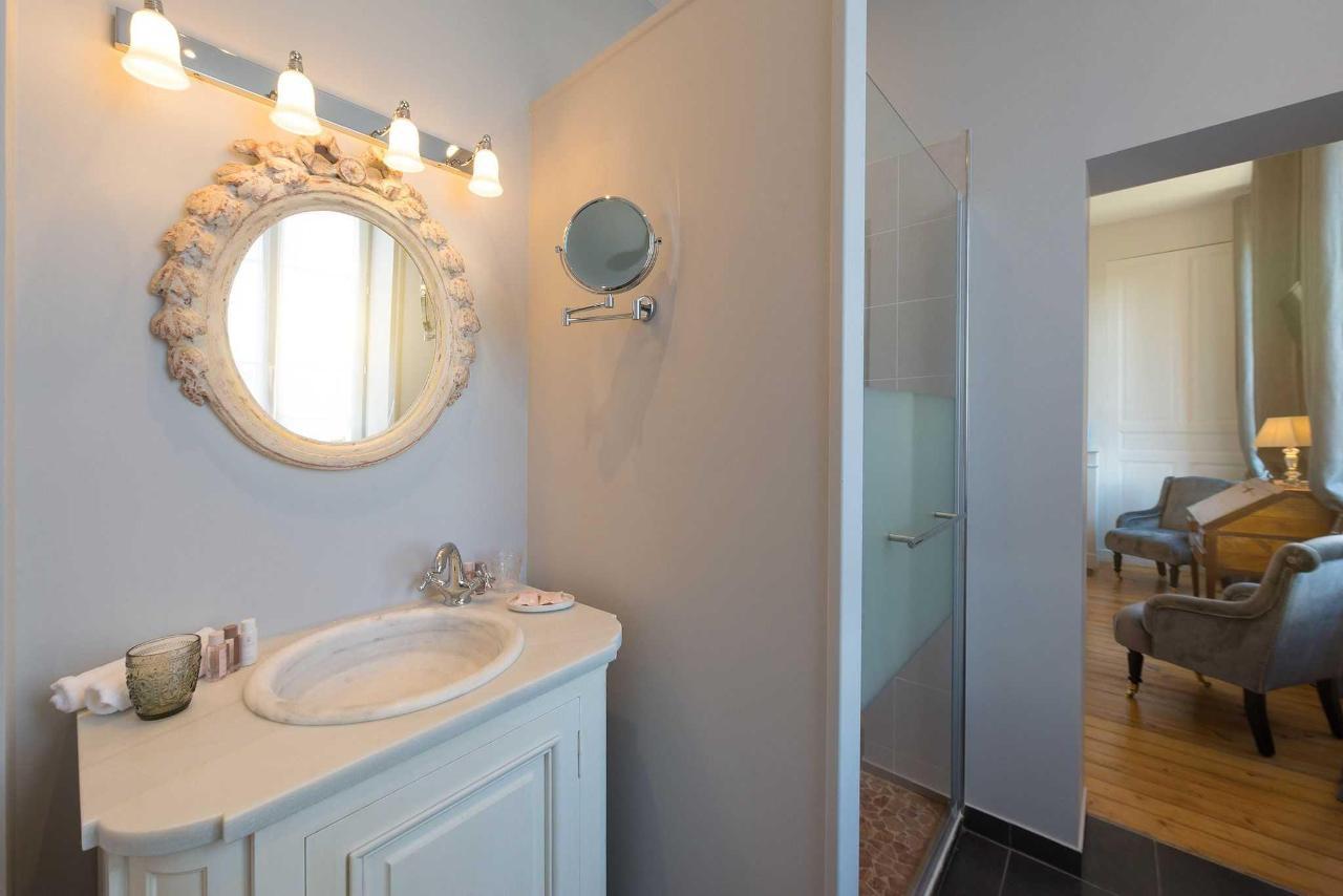 salle de bain grey.jpg