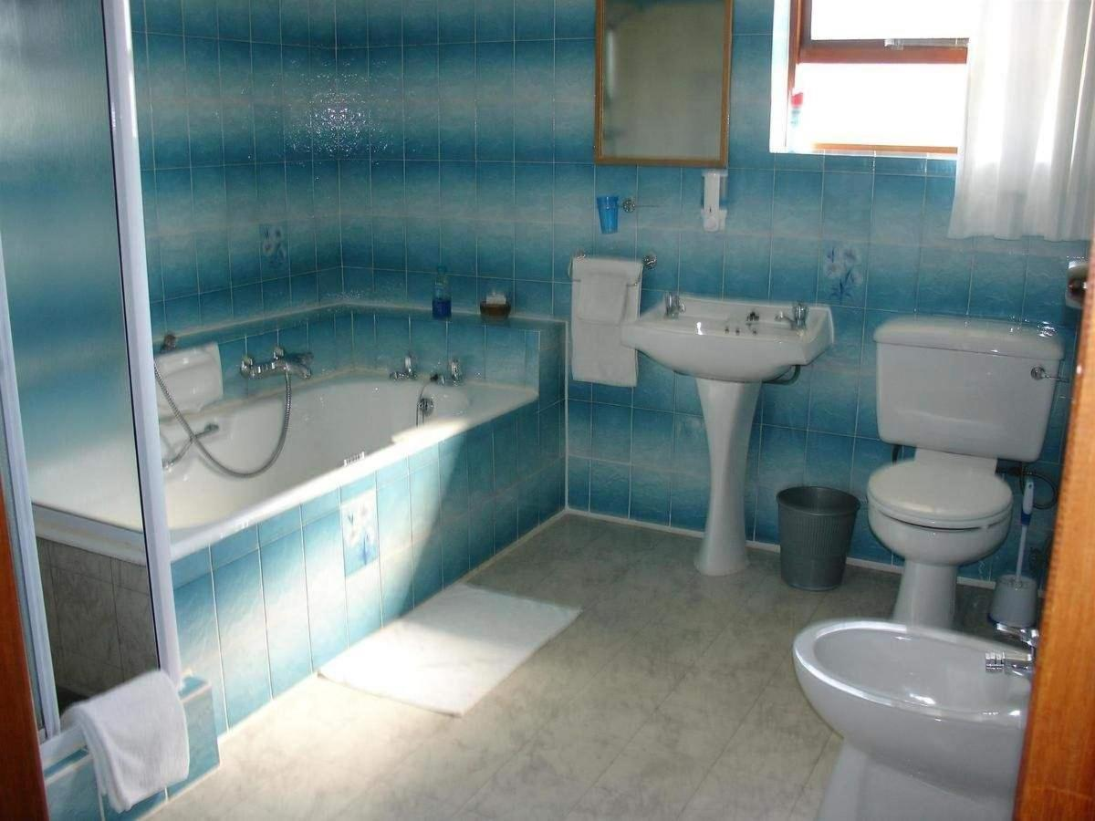 Superior family room bathroom