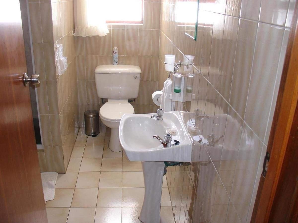 twin room shower room 2