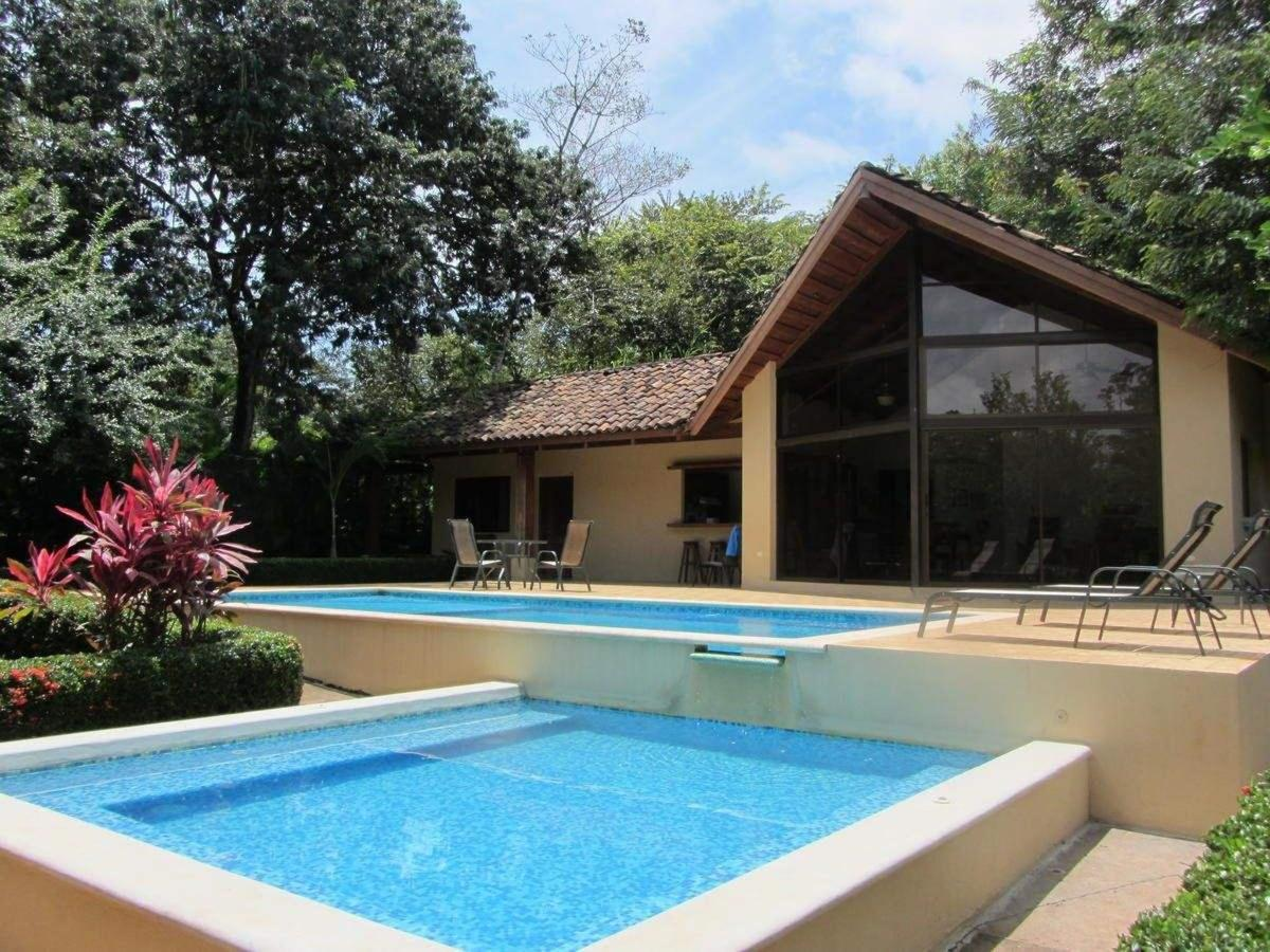 Villa with Private Pool and Jacuzzi 8