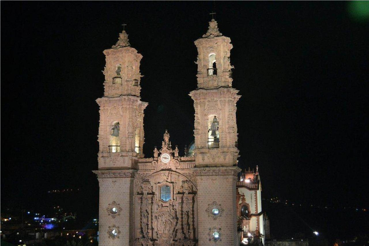 Santa Prisca at night