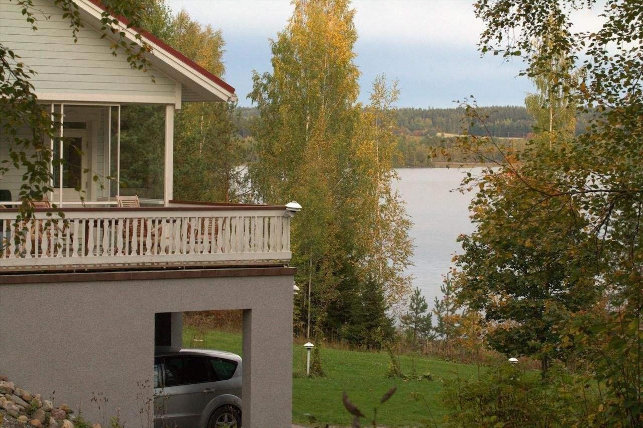 Terassi järvelle