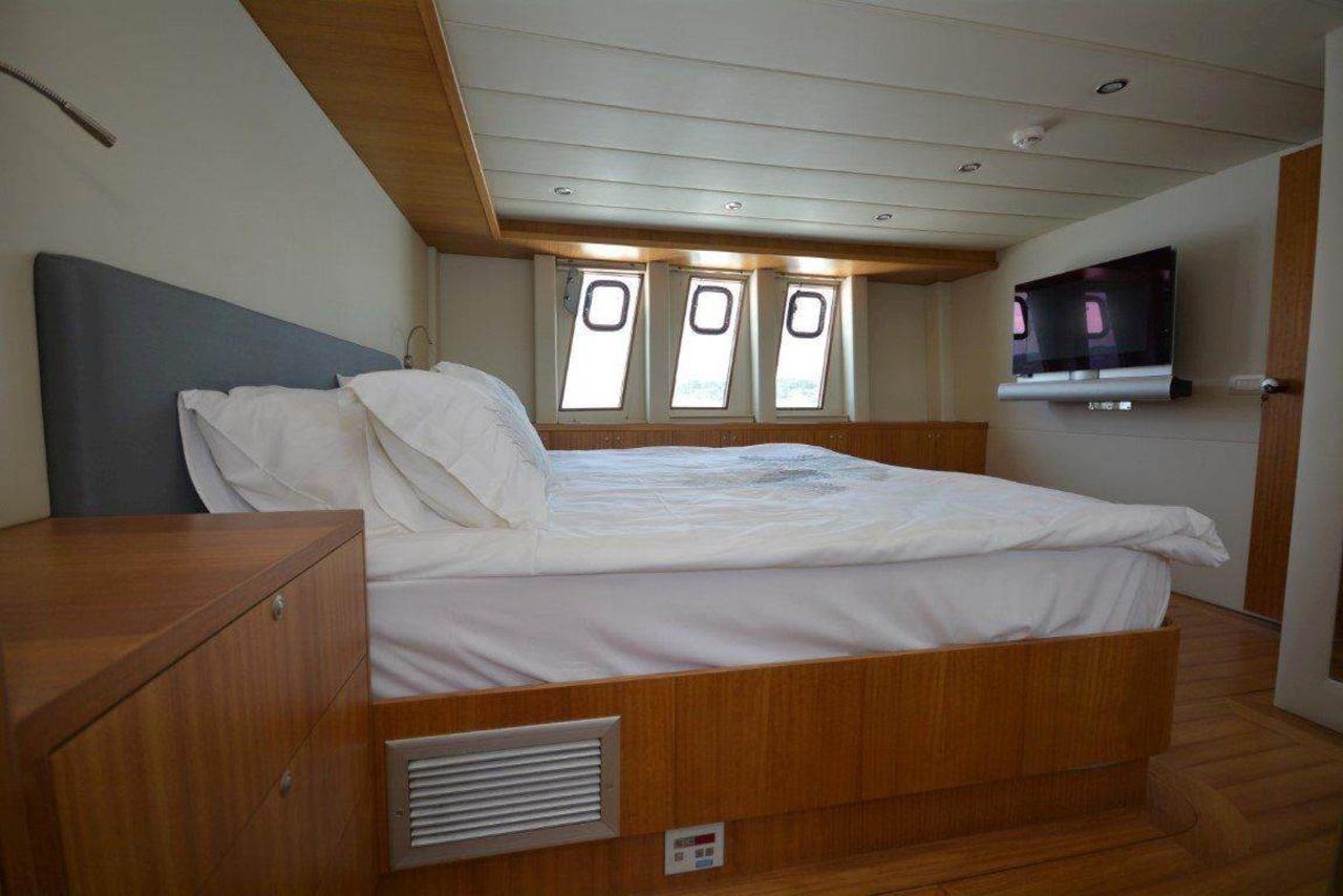 yacht-bedroom-2-1.jpg