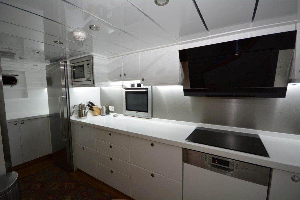 yacht-kitchen-2-1.jpg