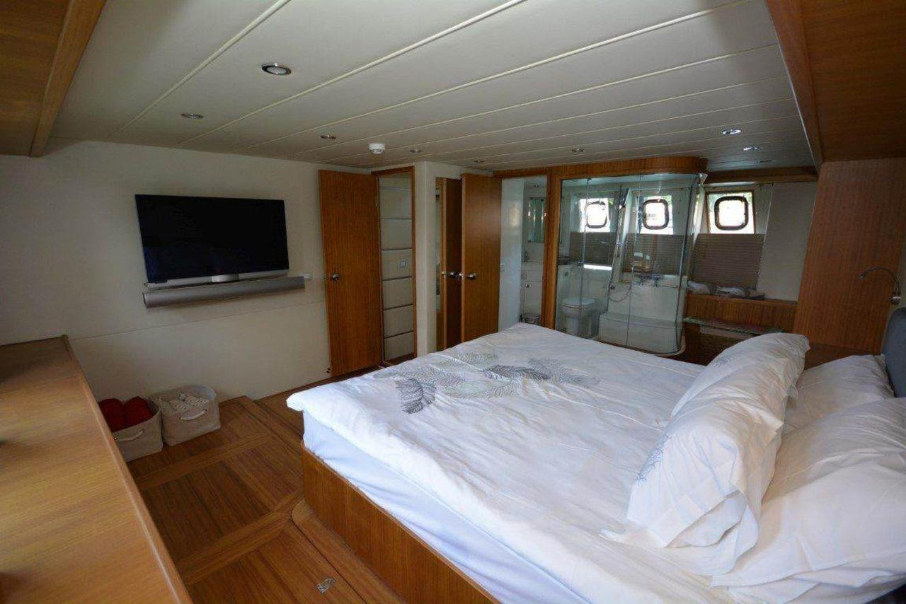 yacht-1-1.jpg