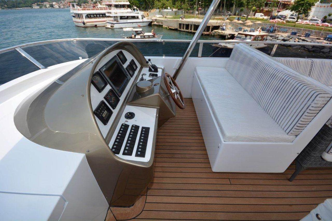 yacht-2-1.jpg