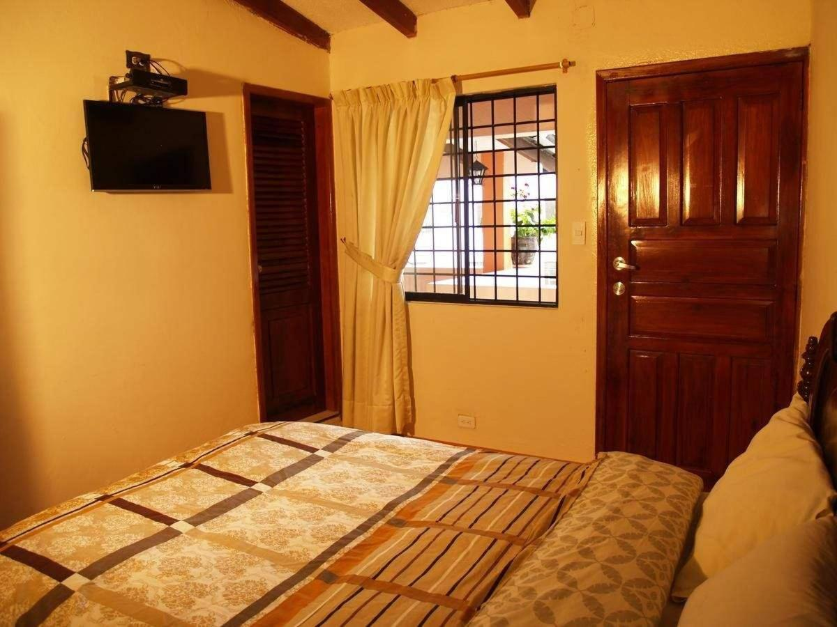 Double Room with Shared Bathroom4
