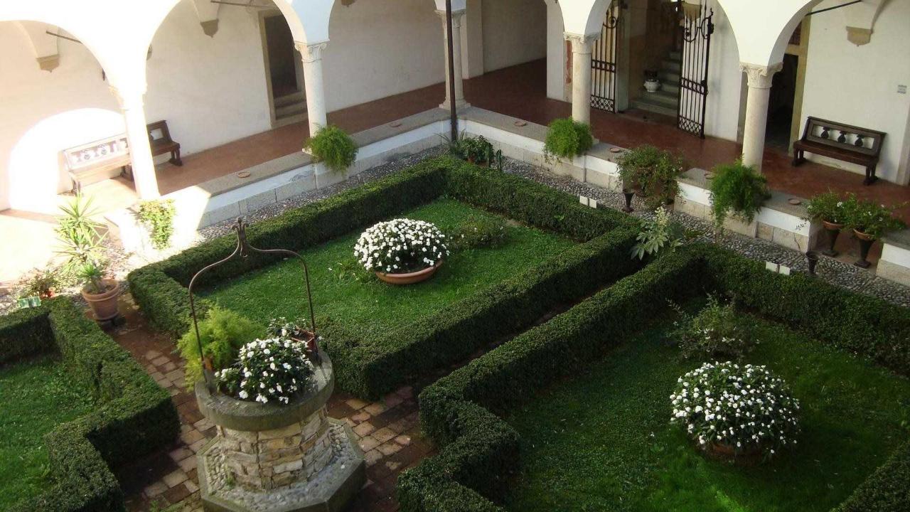 Castello degli Angeli cloister view.jpg