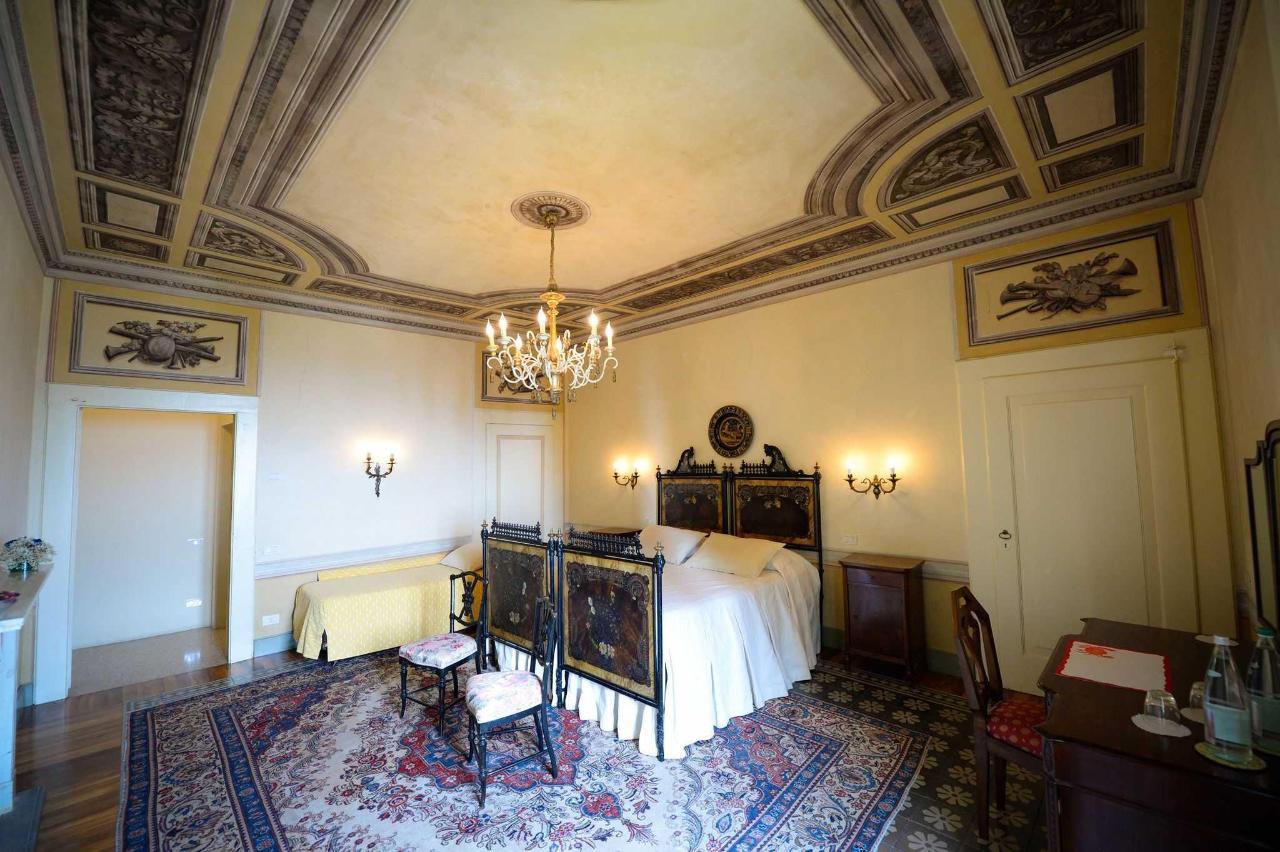Castello degli Angeli historical suite Estereta.jpg
