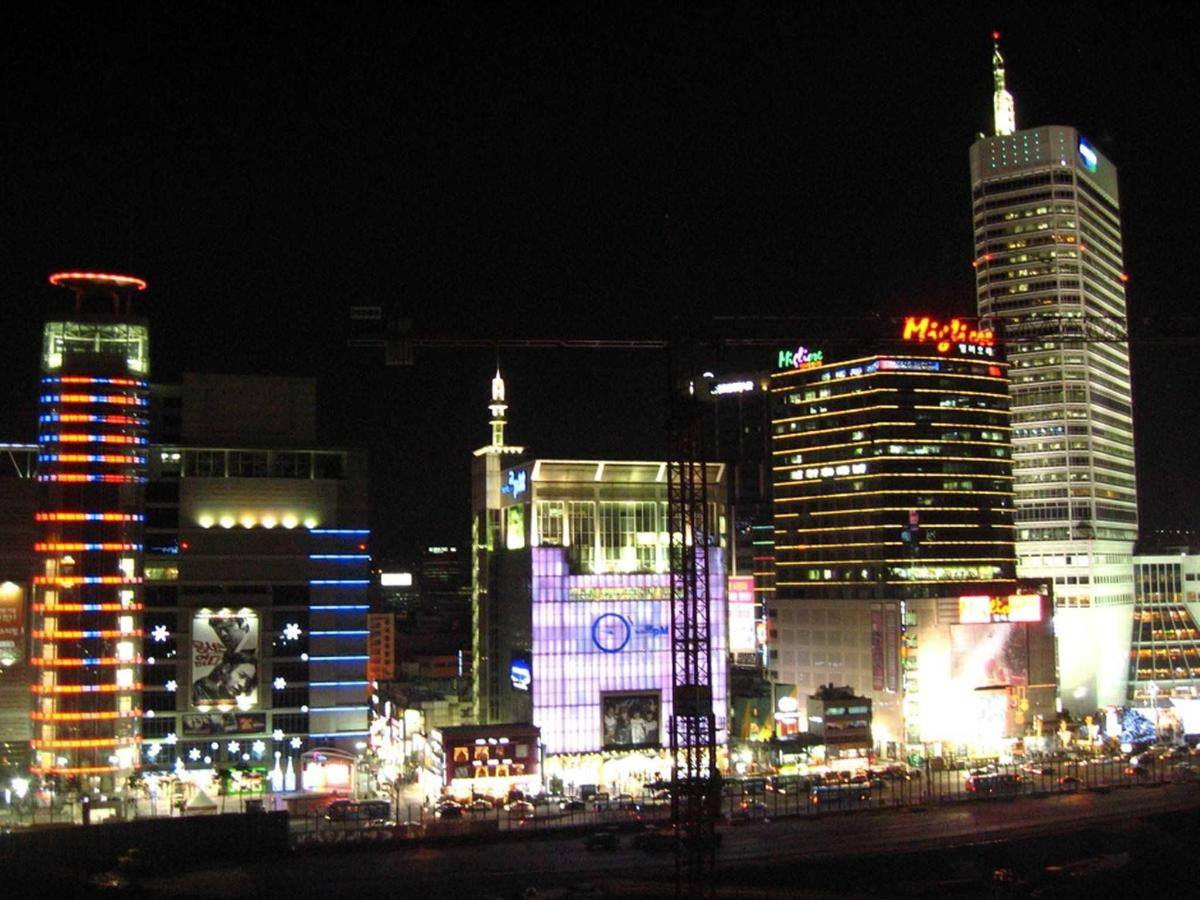 Dongdaemun Shopping Area.jpg