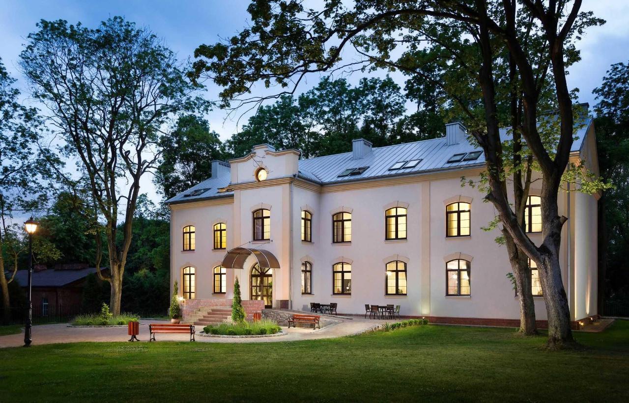 modlin-palace-exterior-1.jpg
