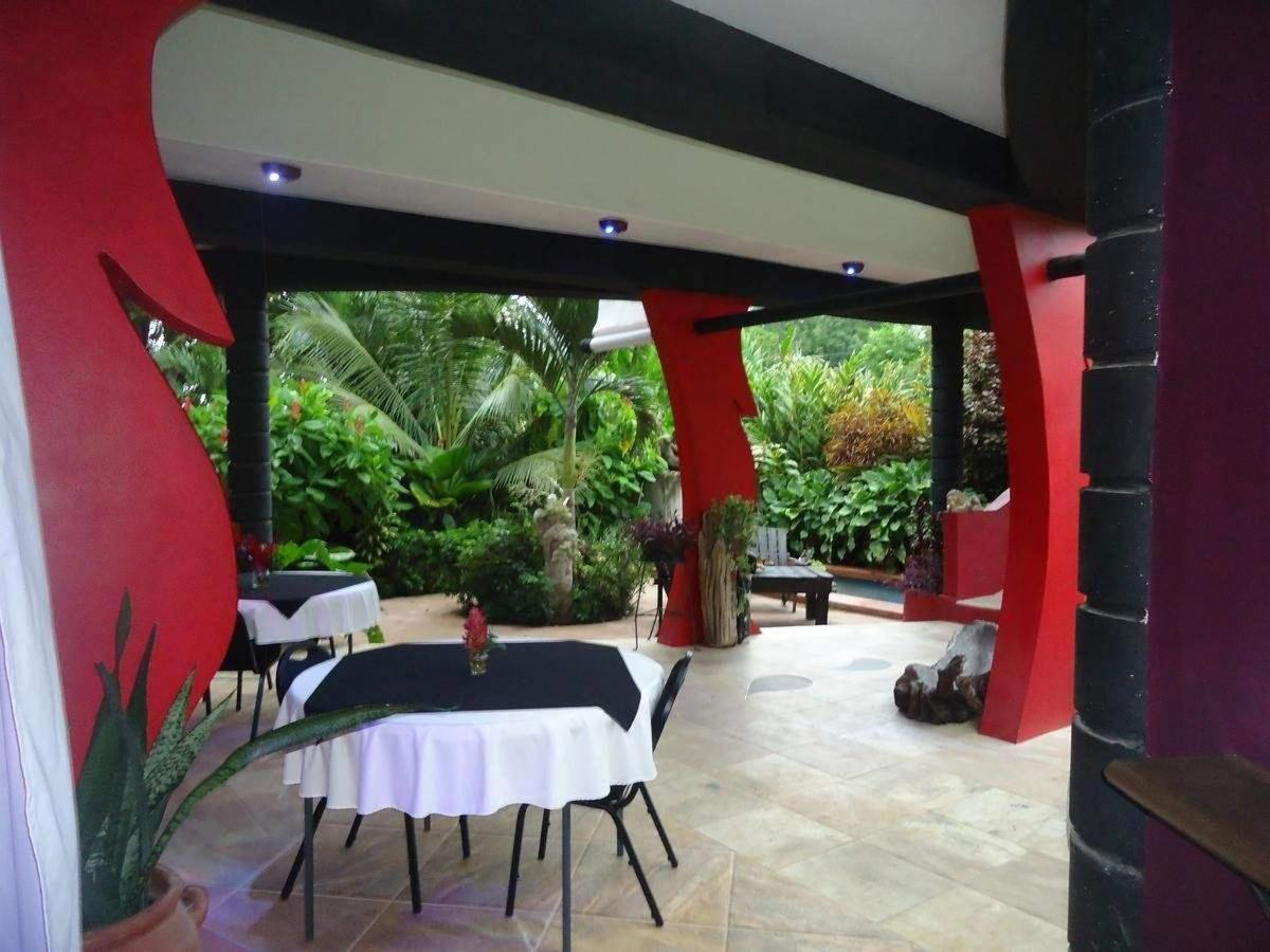 Restaurant with garden view