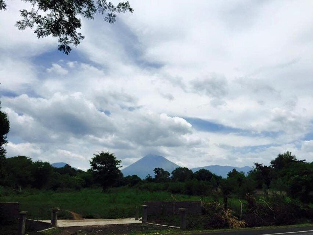 Property  Vista Panorámica de la Cordillera de Los Maribios vista desde la entrada de Hotel Apastepe